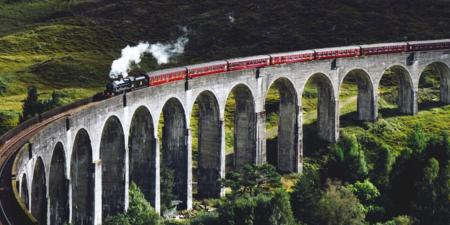 Duurzame oplossingen in eventlogistiek - trein door mooi gebied - ATPI Sports Events - duurzaam reizen