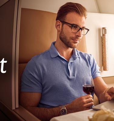 Al uw zakenreizen worden beloond met Etihad BusinessConnect  Etihad Airways is van mening dat uw reis precies dat moet zijn – uw reis. We hebben nog meer opties voor u ontwikkeld om aan uw wensen te voldoen en uw reis uniek te maken. Door de wereld met ons uitgebreide netwerk te verbinden, bieden wij een dagelijkse vlucht van Amsterdam naar Abu Dhabi en verder naar Azië, Australië en het Midden-Oosten.  Vliegen voor zaken? Met Etihad BusinessConnect, hoe meer u reist, hoe meer uw bedrijf profiteert. Etihad BusinessConnect is een lonend loyaliteitsprogramma dat is ontworpen om kleine en middelgrote bedrijven in staat te stellen de besparingen op zakenreizen te maximaliseren. Gerealiseerde miles werken kostenbesparend voor toekomstige reizen en stoelupgrades zorgen ervoor dat uitgerust bent voor uw zakelijke vergaderingen. Hoe uw bedrijf profiteert • Verdien Etihad-Guest Miles die ingewisseld kunnen worden voor vluchten en upgrades • Bespaar op zakenreizen door miles in te wisselen voor vluchten • Verander miles in cash of gebruik ze om producten te kopen in onze Reward Shop, waar merken als Apple en Sony verkrijgbaar zijn • Ondersteun het MVO-programma van uw bedrijf wanneer u mijlen schenkt aan een goede doel naar keuze Onze mijlen beloningsstructuur is erg royaal en afhankelijk van uw keuze van tarief en gereisde klasse.